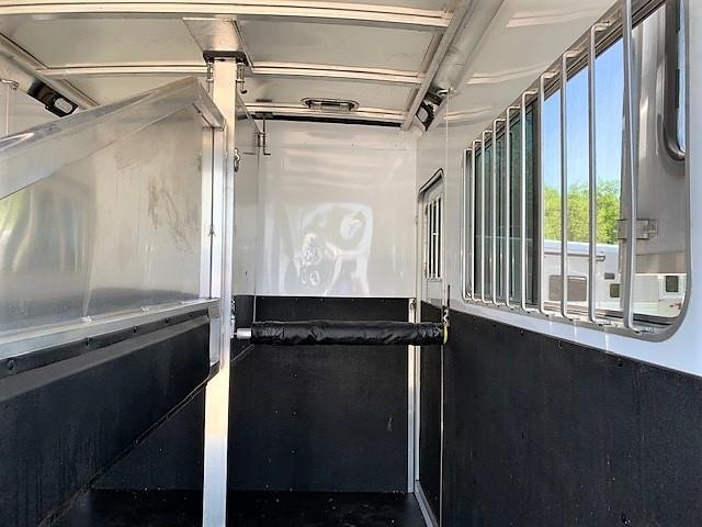 2017 Exiss Trailers 7200 ST 2 Horse Straight Load Gooseneck Horse Trailer