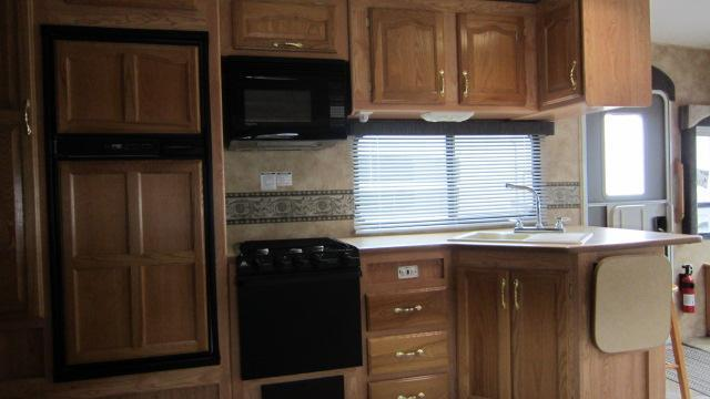 2004 Keystone RV Laredo 27RL Fifth Wheel