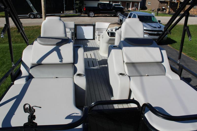 2017 AVALON Pontoon Boat