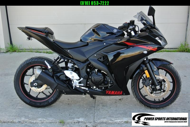 2015 Yamaha YZF-R3 Sport Bike Motorcycle Metallic Black and Red Low Miles