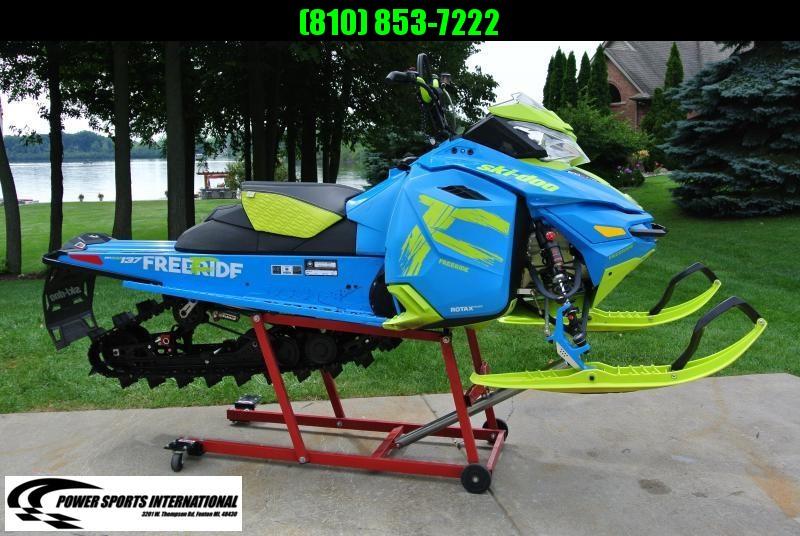 """2017 SKI-DOO Freeride 137"""" 800R ETEC Powdermax 1.75 Snowmobile"""