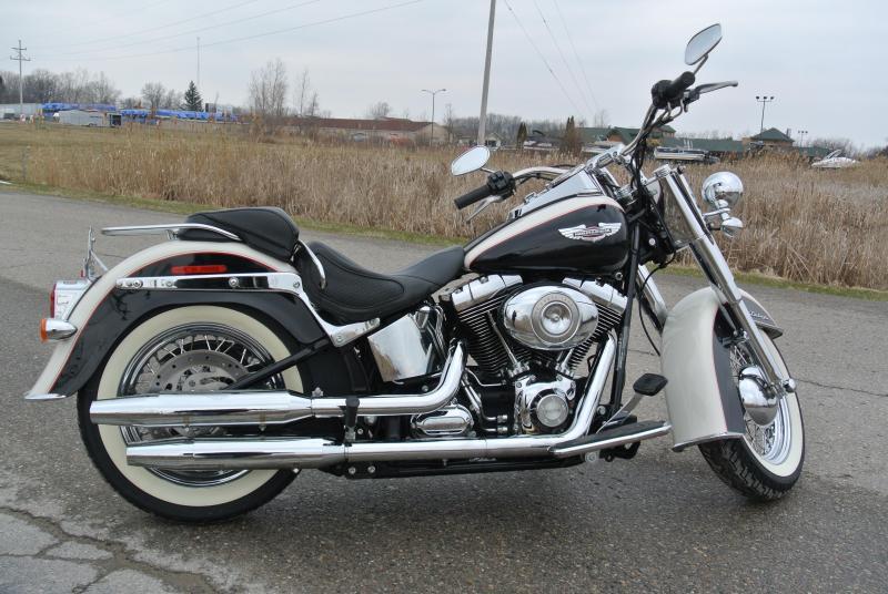 2011 HARLEY-DAVIDSON FLSTN SOFTAIL DELUXE MOTORCYCLE #7390