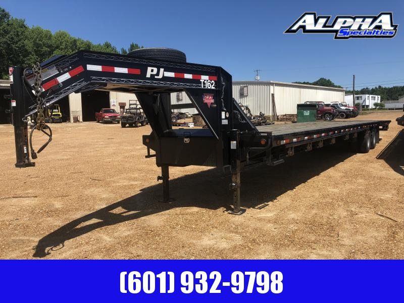 "USED 2017 PJ Trailers 102"" x 40' Gooseneck w/ Hydraulic Dove"