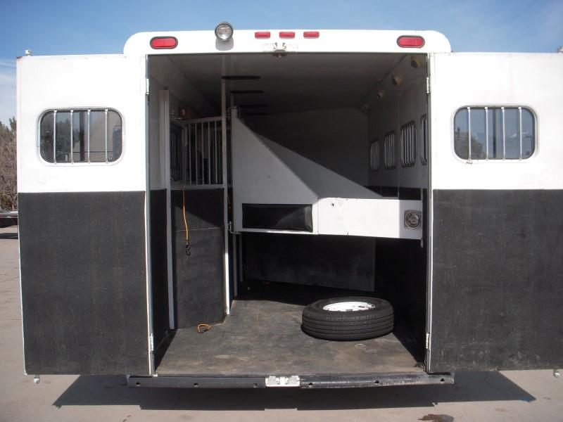 2006 Trails West Manufacturing 4H LQ GN Horse Trailer