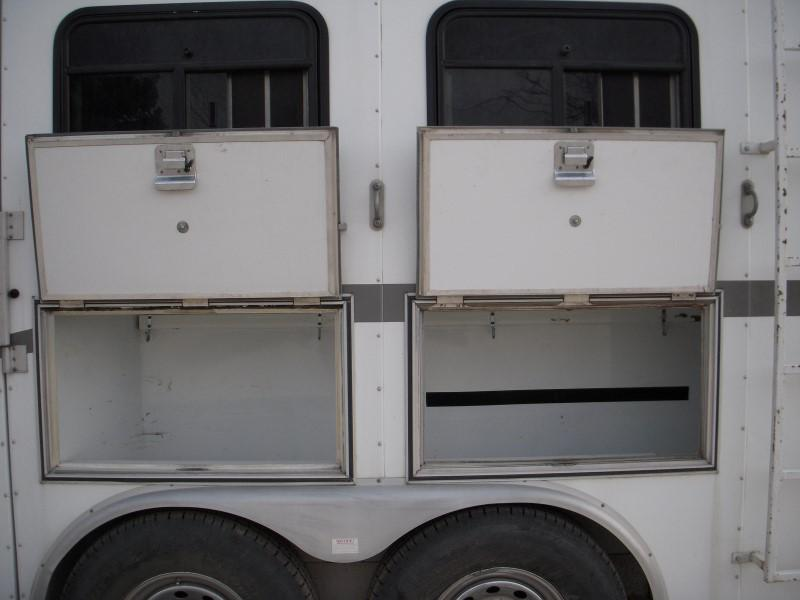 2005 CHARMAC 3HSGN LQ Horse Trailer
