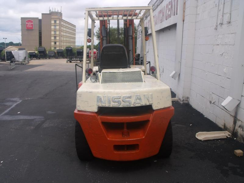 1997 Nissan Model 90 Fork Truck  3 Section Mast 4013 Hours